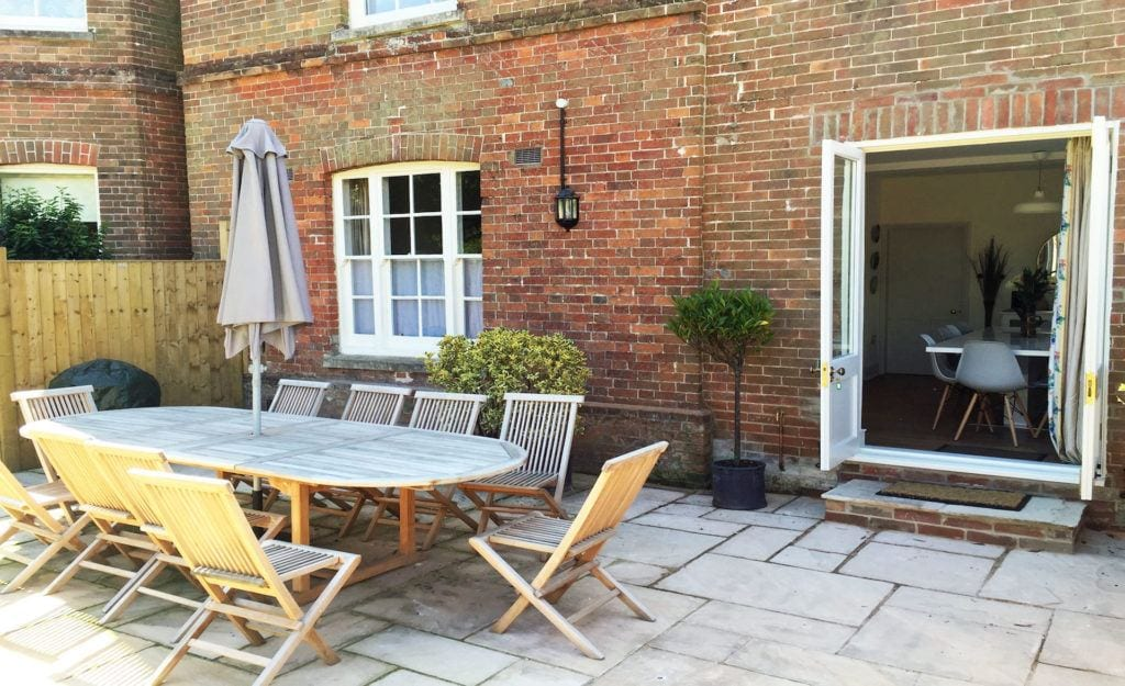 Christchurch luxury holiday let home self contained garden with options for alfresco dining and relaxing with family and friends