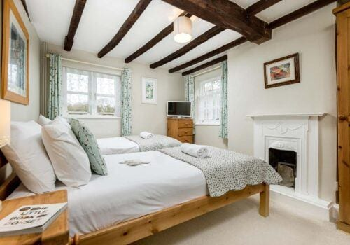 Holiday Home New Forest 1st Floor twin with beamed ceiling
