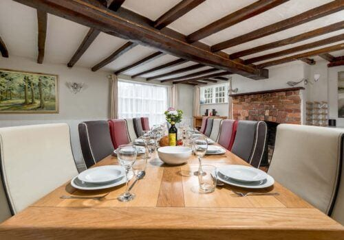 Holiday Cottage Hampshire Beck Cottage Dining table