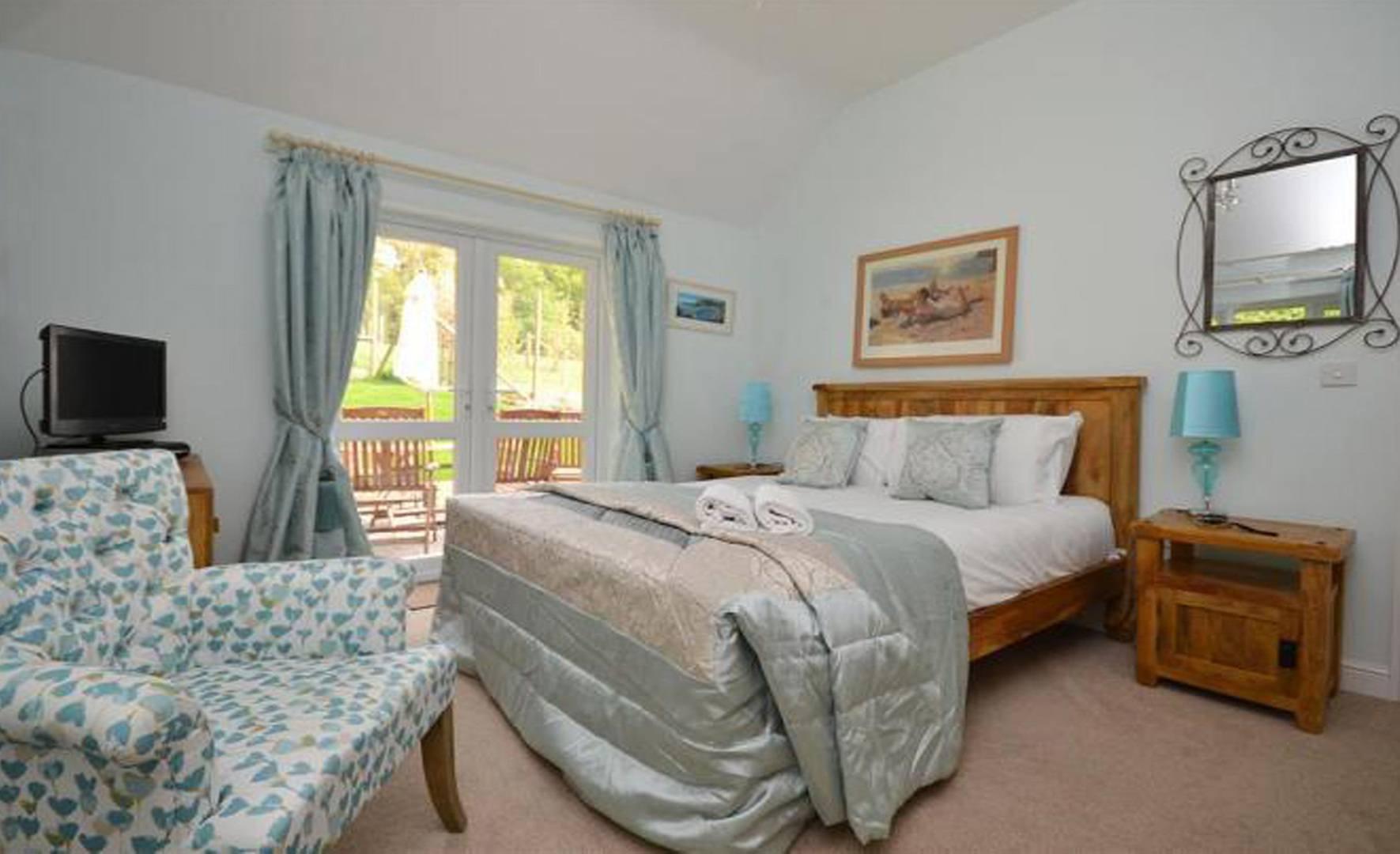 Ground Floor Master Bedroom With Patio Doors Short Stay Homes