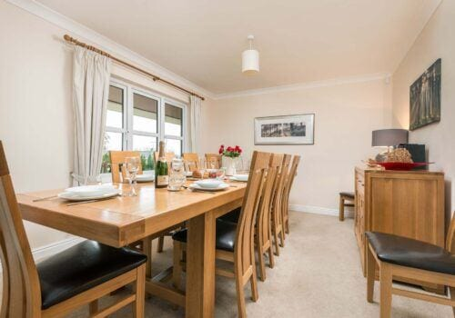 Mews Hill Holiday home extending dining table