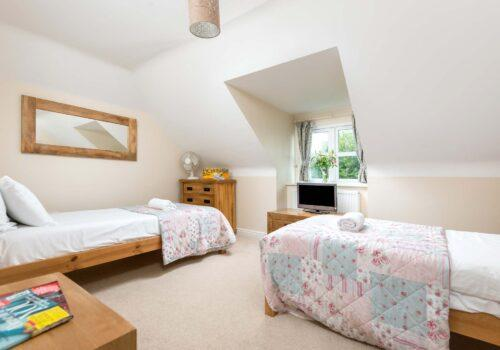 New Forest Cottage Mews Hill twin bedroom