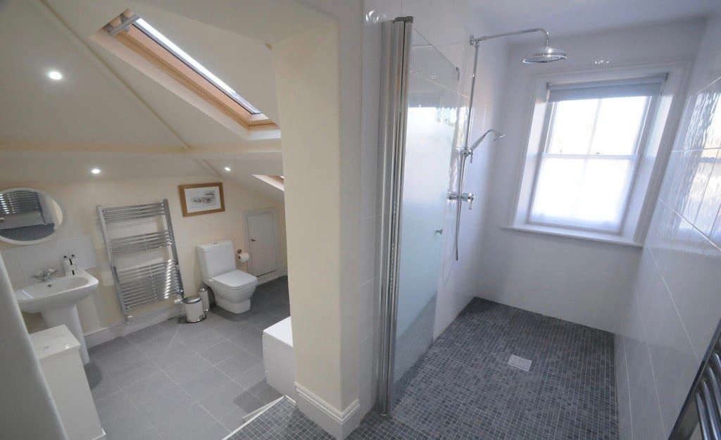 Bath and wet room combined in Dorset self catering holiday let