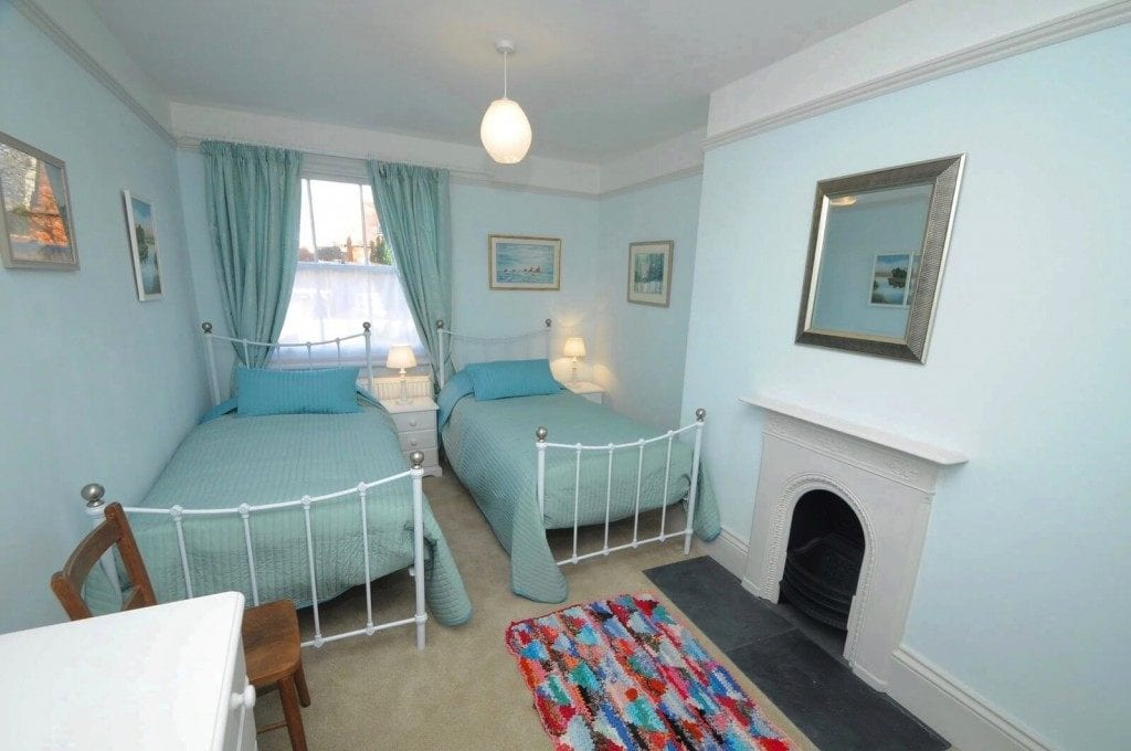 Twin bedroom in Dorset self catering town house