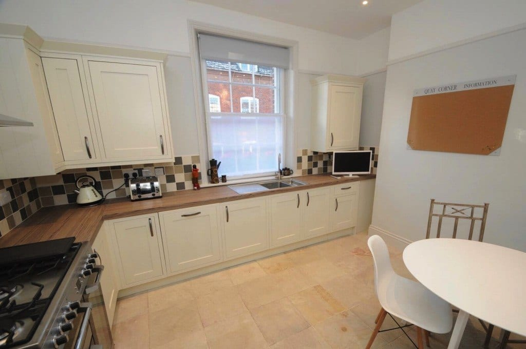 Quay Corner fully equipped self catering kitchen in holiday let home in Christchurch Dorset