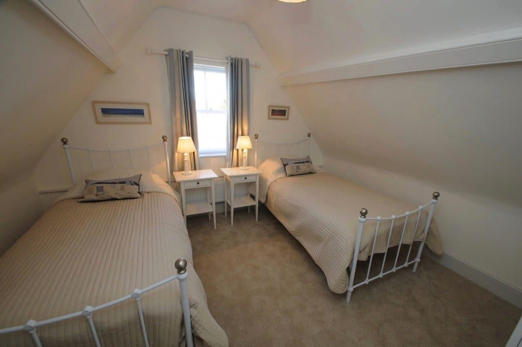 Attic twin bedroom in self catering holiday let in Christchurch,Dorset