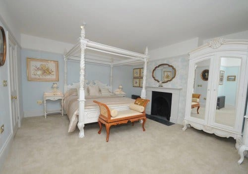 Four poster Bed Luxury