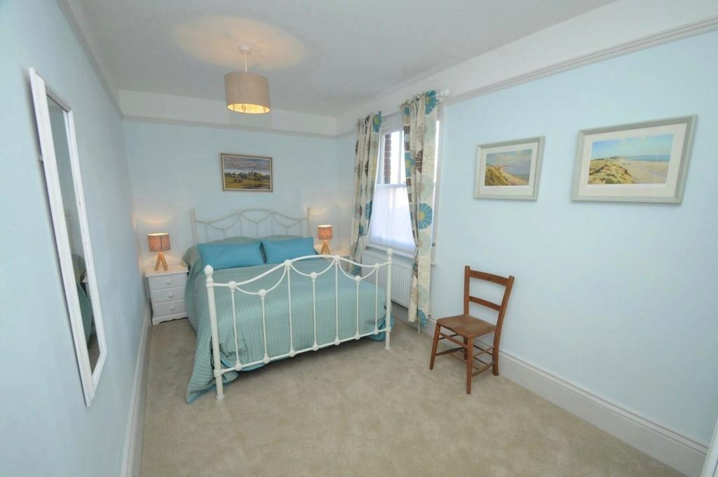 En-suite bedroom with retro furnishings in self catering Dorset holiday Let