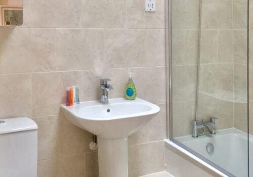 Devon Holiday Home bathroom