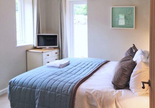 Versatile sleeping arrangements in Devon holiday home with Zip and Link beds