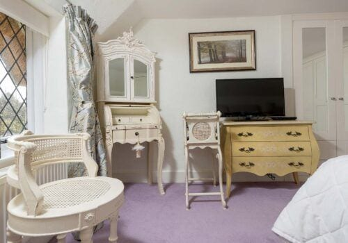 Hampshire holiday home Master bedroom with tv