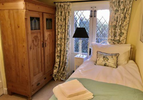 First Floor Twin Bedroom at our self catering New Forest holiday cottage