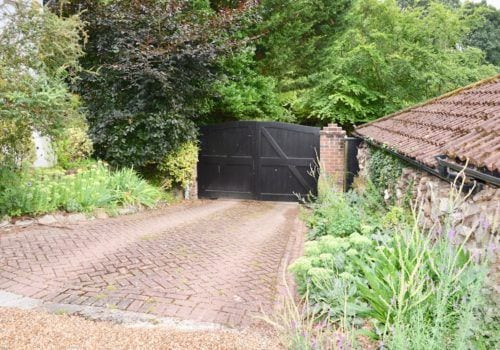 Forest Drove self catering holiday cottage garden gates