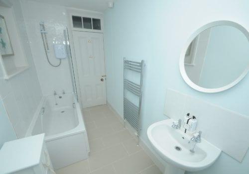 Cool aqua tones in this ensuite bathroom