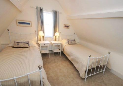 Seaside themed Twin Bedroom