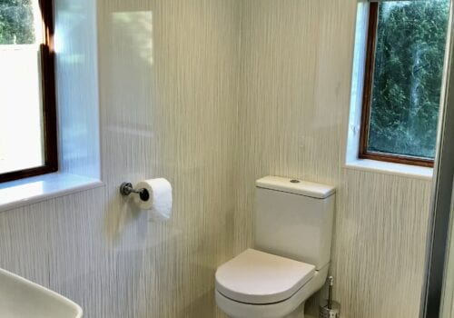 Garden Shower room in New Forest holiday cottage